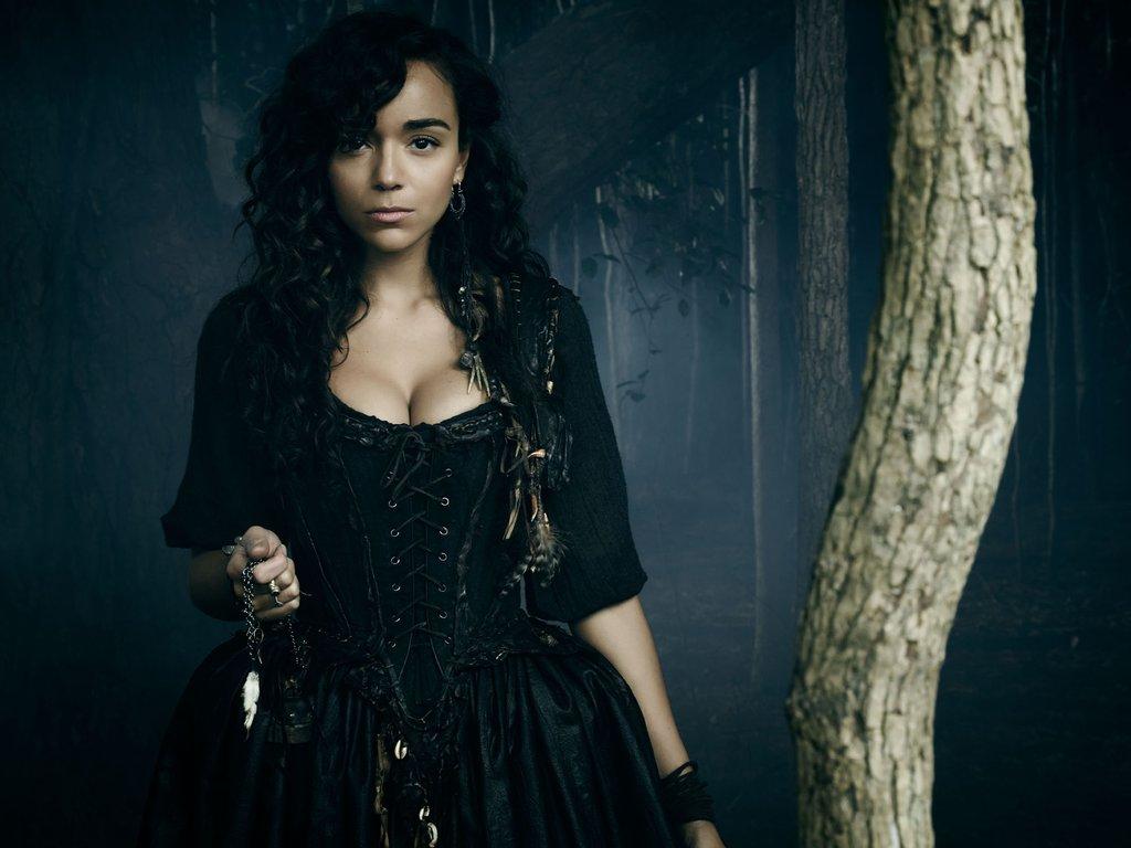 A personagem Tituba, como apresentada na série americana Salem.